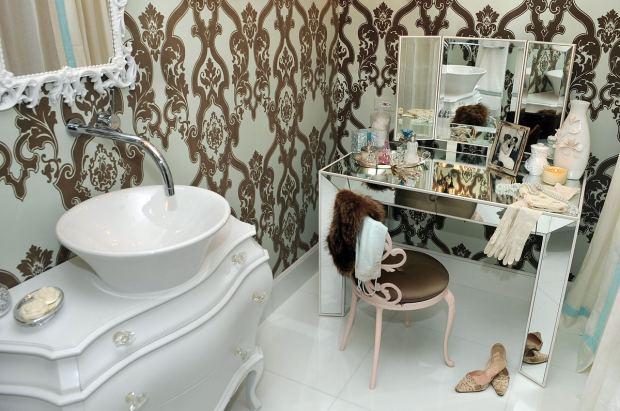 Читать: Бронза в интерьерах: особенности и преимущества аксессуаров для ванной
